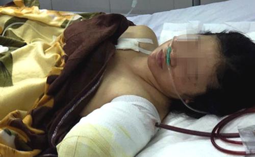 Cô Tiền đang được điều trị tại bệnh viện Quân y 211. Ảnh: Trần Hóa.