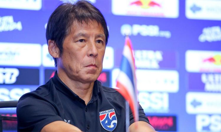 HLV Nishino không hài lòng với khâu dứt điểm của đội nhà và xem việc cải thiện khâu này là mấu chốt để Thái Lan tìm kiếm thắng lợi trên sân Indonesia hôm nay. Ảnh: Sanook.