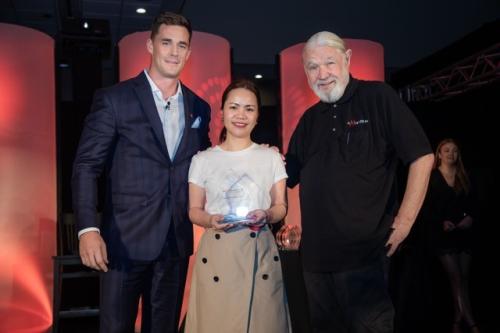 Đại diện Mathnasium Việt Nam nhận giải