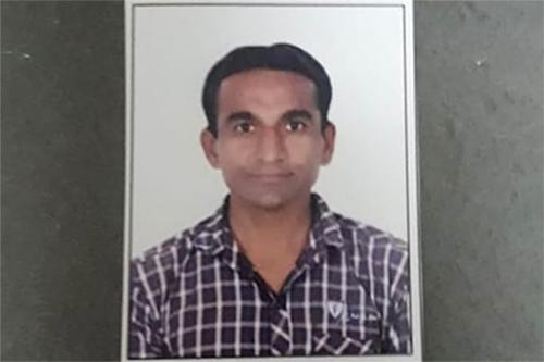 Jayesh Patel, người cải trang thành cụ ông ở sân bay quốc tế Gandhi