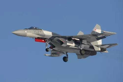Tiêm kích Su-35 của Nga. Ảnh: Bedretdinov.