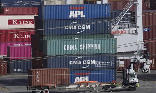 Các container hàng xuất khẩu của Mỹ tại cảng Los Angeles, bang California hôm 1/9. Ảnh: AFP.