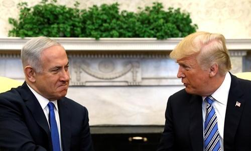 Tổng thống Mỹ Donald Trump (phải) tiếp Thủ tướng Israel Benjamin Netanyahu tại Nhà Trắng hồi tháng 3/2018. Ảnh: Reuters.