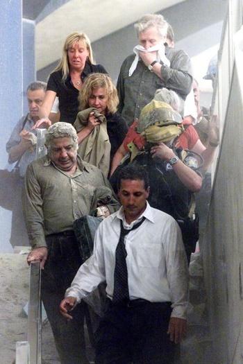 Bergeron, ở trung tâm, đang cầm áo khoác che miệng, vào ngày vụ tấn công xảy ra. Ảnh: Reuters.
