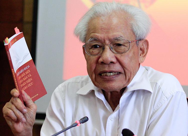 GS Hồ Ngọc Đại trao đổi với báo chí sáng 12/9. Ảnh: Dương Tâm