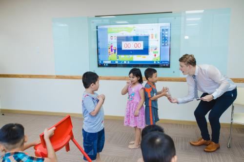 Học viên trải nghiệm lớp học tại cơ sở mới VUS - 1