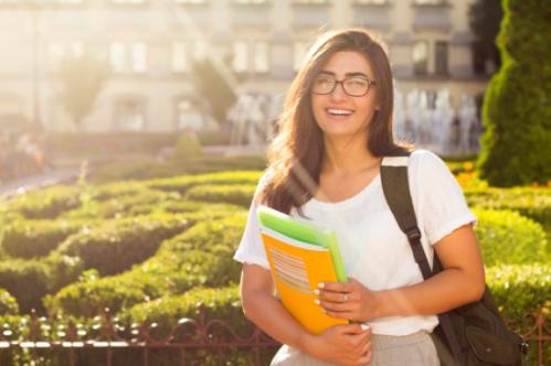 Hầu hết học sinh, sinh viên đều có chung thắc mắc về lộ trình học tập, cách xin học bổng, visa du học...