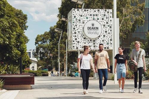 Văn bằng của Đại học Deakin được công nhận rộng rãi giúp sinh viên có lợi thế khi tìm việc làm.