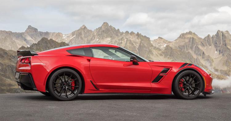 Chevrolet Corvette - một đại diện của ngành công nghiệp ôtô Mỹ. Ảnh: Asphalte