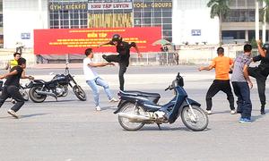 Cảnh sát cơ động diễn tập trấn áp nhóm đua xe