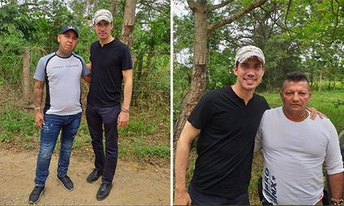 Thủ lĩnh phe đối lập Venezuela Juan Guaido (áo đen) chụp ảnh cùng hai người nghi là trùm ma túy Colombia sau khi vượt biên hồi tháng 2. Ảnh: Wilfredo Cañizares.