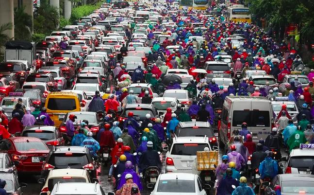 Tuyến đường Nguyễn Trãi - Trần Phú thường xuyên ùn tắc vào giờ cao điểm. Ảnh: Ngọc Thành.