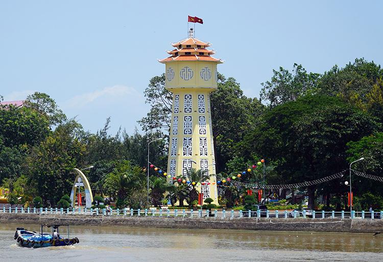 Tháp nước Phan Thiết nằm cạnh sông Cà Ty, gần trung tâm hành chính tỉnh Bình Thuận. Ảnh: Việt Quốc.