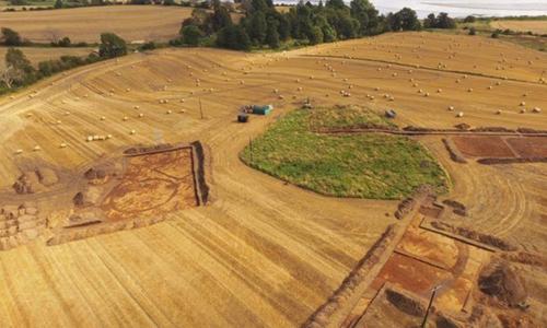 Nghĩa địa khoảng 1.400 năm tuổi gần làng Muir of Ord, Scotland. Ảnh: BBC.