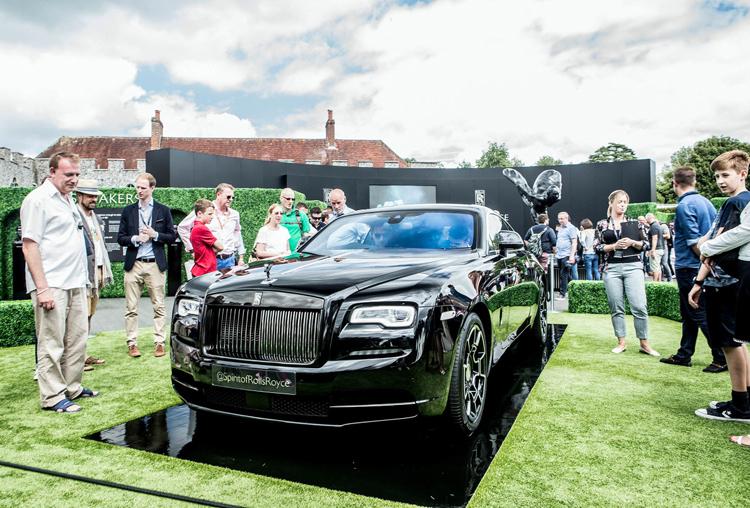 Mẫu Rolls-Royce phiên bản Black Badge với biểu tượng Spirit of Ecstasy màu đen. Ảnh: Rolls-Royce.