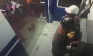 Gắn camera, đánh cắp dữ liệu thẻ ATM