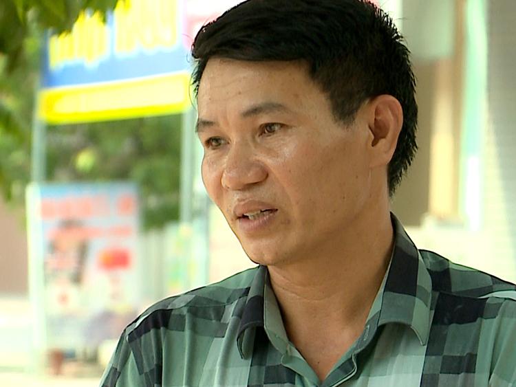 Ông Nguyễn Công Tỵ kể về việc đưa đón bé Nguyễn Tấn Lợi. Ảnh:THND