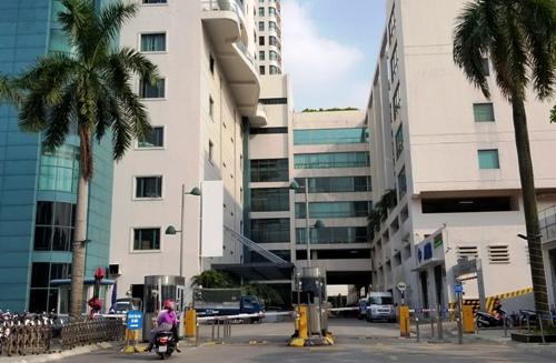 Ông Thanhlên tầng 9 của trung tâm thương mại TD Plaza tự tử hôm 14/9. Ảnh: Giang Chinh.