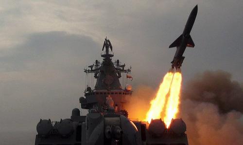 Tàu Varyag phóng tên lửa Vulkan trong đợt diễn tập cuối năm 2017. Ảnh: Zvezda.
