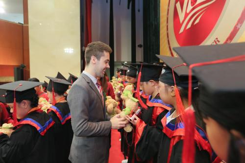 Đây không chỉ là niềm vui của các các em, gia đình mà còn là niềm tự hào của VUS với các thế hệ học viên tài năng.