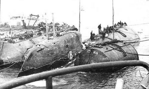 Quá trình trục vớt tàu K-429 sau vụ chìm năm 1985. Ảnh: RBTH.