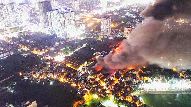 Hiện trường vụ cháy nhà kho Rạng Đông ngày 28/8. Ảnh: Ngọc Thành.