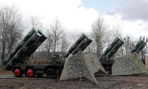 Xe phóng thuộc hệ thống S-400 được Nga triển khai năm 2018. Ảnh: Reuters.