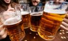 Khách tá»± Äi mua bia rượu dù Äám cÆ°á»i tôi chá» má»i nÆ°á»c ngá»t