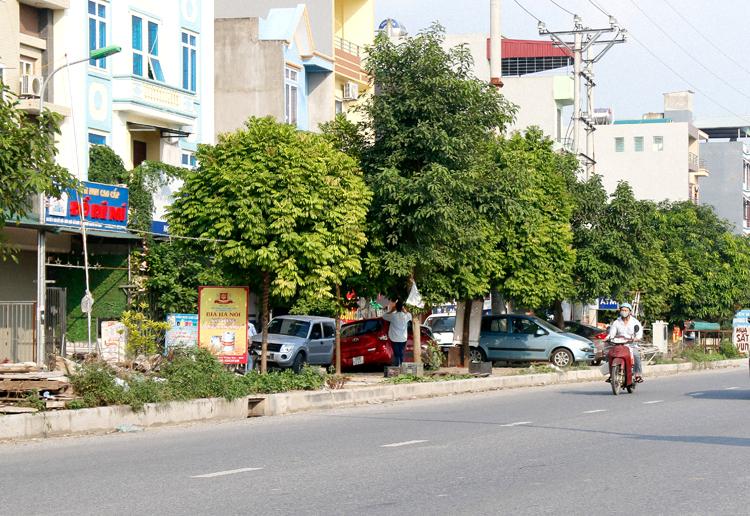 Nhóm lớp mầm non Đồ Rê Mí nằm trên tuyến đường dân sinh thuộc thôn Đoài, nhìn ra vỉa hè rộng 8 m, kế tiếp là tỉnh lộ 287. Ảnh: Thanh Hằng.