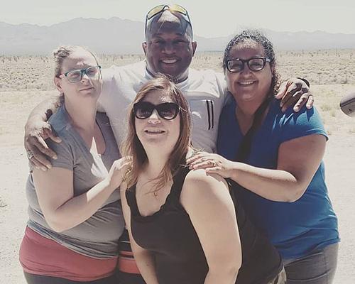 Jermaine Roquemore và ba vợ. Từ trái sang:Leighanne, Maria vàAngelica. Ảnh: Instagram/Ourpolyfam