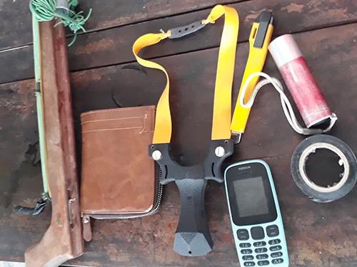 Công cụ mà Trung dùng để đi trộm chó. Ảnh: Đ.H