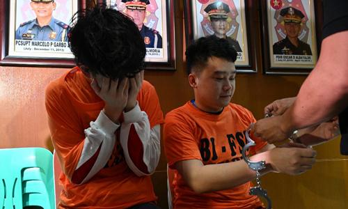 Các công dân Trung Quốc bị bắt trong cuộc đột kích hôm 11/9 trước buổi họp báo tại Manila, Philippines hôm 16/9. Ảnh: AFP.
