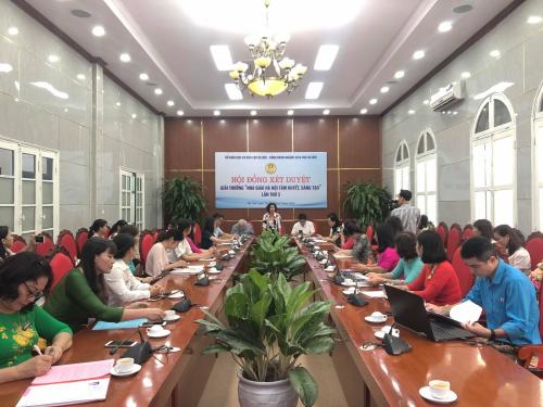 Cô Nguyễn Hồng Linh - Giáo viên trường Mầm non Mỹ Đình I, quận Nam Từ Liêm, Hà Nội.