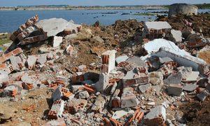Phế thải xây dựng bủa vây đảo Lý Sơn