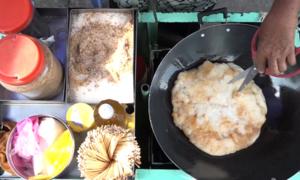 Xe bánh tổ chay gốc Hoa bán hơn 30 năm
