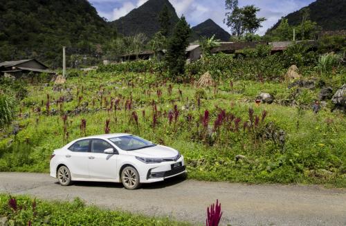 Toyota Corolla Altis trong một chuyến hành trình.