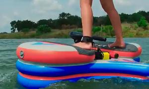 Chiếc ván giúp đi bộ và bay trên mặt nước