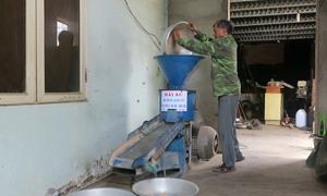 Nông dân sáng chế máy bóc vỏ lụa hạt bắp