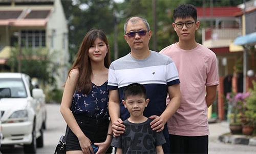 Bốn bố con ông Wongở Penang, Malaysia5 năm sau thảm kịch MH17. Ảnh: SCMP.