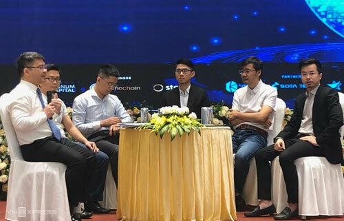 Các chuyên gia công nghệ, doanh nghiệp blockchain thảo luận sáng 18/9 tại Hà Nội. Ảnh: DA.