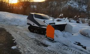 Robot dọn tuyết điều khiển từ xa
