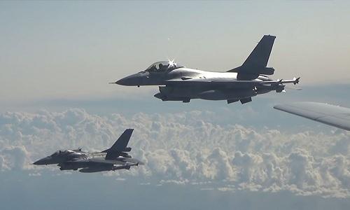 Tiêm kích 5 nước NATO vây quanh oanh tạc cơ Nga