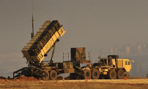 Bệ phóng tên lửa Patriot triển khai gần thủ đô Riyadh hồi năm 2016. Ảnh: Defense One.