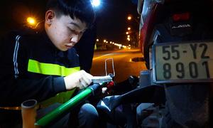 Đội cứu hộ xuyên đêm trên quốc lộ