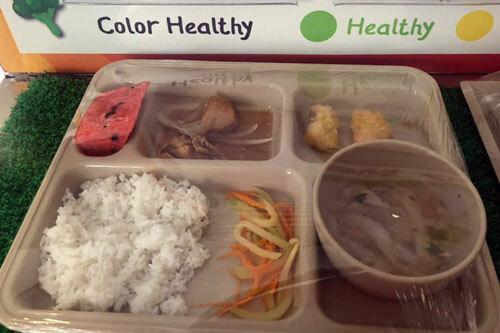 Bữa ăn trưa cho học sinh tại cơ sở Sala do phụ huynh chụp.