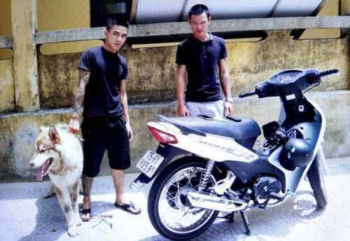 Hai thanh niên tại cơ quan điều tra. Ảnh; C.A