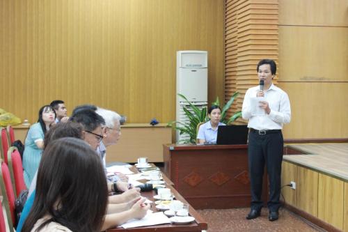 Thầy giáo Phạm Văn Hoan, trường PTCS Xã Đàn.