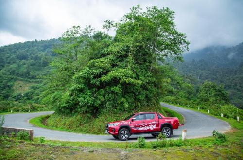 Mẫu bán tải Toyota linh hoạt trên đa dạng địa hình.