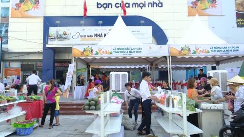 Các sản phẩm nông sản Sơn La xuất hiện tại các hội chợ thương mại trên toàn quốc.