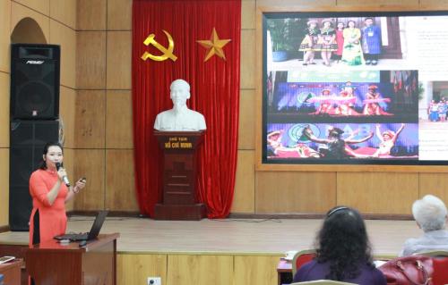 Cô giáo Vũ Bích Phương, trường THCS Dịch Vọng, quận Cầu Giấy.